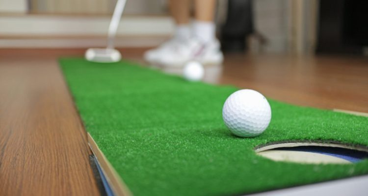 Golf Putting Mats, Its Merits And Uses For Indoor & Outdoor Putting